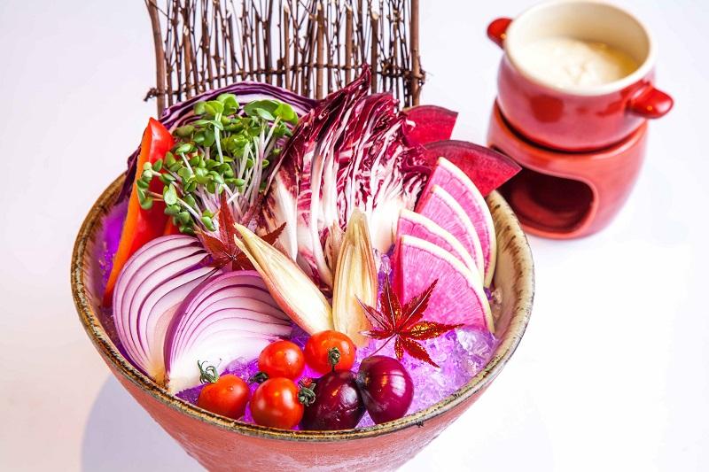 織田軍:織田領産 紫野菜のバーニャカウダ 1,180円+税